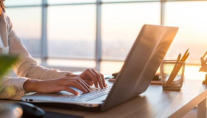 Webライターの平均年収はどのくらい?